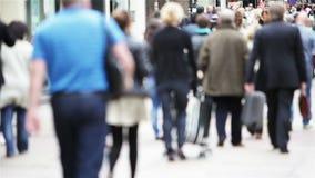 Compradores, muchedumbres anónimas de compradores almacen de video