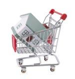 Comprando uma casa. Trajeto de grampeamento incluído Fotos de Stock Royalty Free