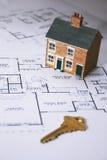 Comprando uma HOME Foto de Stock Royalty Free