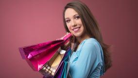 Compras alegres de la mujer Foto de archivo libre de regalías