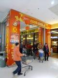 compras chinas del Año Nuevo 2012 en walmart Foto de archivo libre de regalías