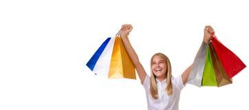 Compras, día de fiesta y concepto del turismo - chica joven con los panieres, aislados Foto de archivo libre de regalías