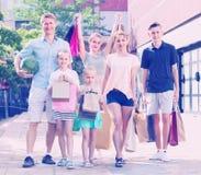 """compras de la familia del ¿del ï"""" en ciudad Fotografía de archivo"""