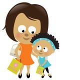 Compras de la madre y de la hija (African-American) Foto de archivo libre de regalías