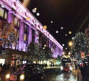 Compras de la Navidad de Londres Foto de archivo