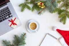 Compras de la Navidad en concepto del web con los artículos estacionales Imagenes de archivo
