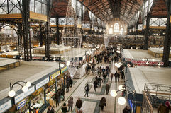Compras de la Navidad en el gran mercado Pasillo Fotografía de archivo