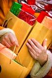 Compras de la Navidad - venta del día de fiesta (panieres) Foto de archivo libre de regalías