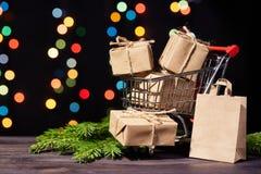Compras de la Navidad y del Año Nuevo Imagenes de archivo