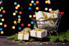 Compras de la Navidad y del Año Nuevo Foto de archivo libre de regalías