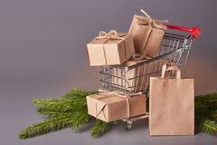 Compras de la Navidad y del Año Nuevo Imagen de archivo libre de regalías