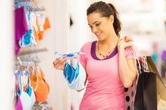 Compras de la ropa interior de la mujer Foto de archivo