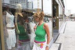 Compras de la ventana Imagen de archivo libre de regalías
