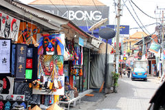 Compras de los artes y de la artesanía en Kuta, Bali Imagen de archivo
