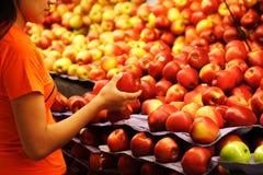 Compras de tienda de comestibles Fotografía de archivo