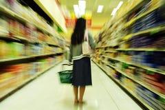 Compras de tienda de comestibles Fotografía de archivo libre de regalías