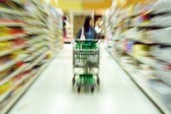 Compras de tienda de comestibles Imagen de archivo libre de regalías