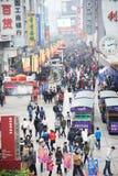 compras del Año Nuevo 2011 en chengdu Foto de archivo libre de regalías