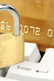 Compras del concepto o seguridad en línea de las actividades bancarias Foto de archivo libre de regalías