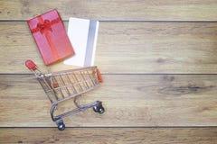 compras del fondo de la Plano-endecha para el concepto del amor uno para el fondo de la tarjeta del día de San Valentín imagen de archivo libre de regalías