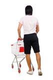 Compras del hombre con el carro de la cesta del supermercado fotografía de archivo libre de regalías