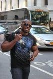 Compras del hombre negro en Nueva York foto de archivo libre de regalías