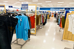 Compras del negocio: La ropa de los hombres Imágenes de archivo libres de regalías
