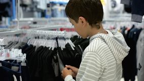 Compras del ` s de los niños Tienda para los niños almacen de video