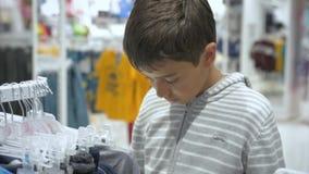 Compras del ` s de los niños Tienda para los niños metrajes