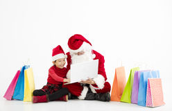 compras en línea de la Navidad de Papá Noel y del niño foto de archivo