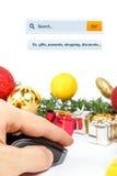 Compras en línea que buscan para los presentes Imagen de archivo libre de regalías