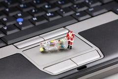 Compras en línea de la Navidad Imagen de archivo libre de regalías