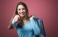 Compras felices de la mujer Imagen de archivo libre de regalías
