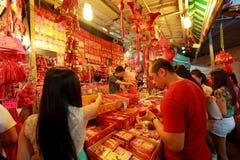 Compras lunares chinas del Año Nuevo de Singapur Chinatown Imagen de archivo libre de regalías