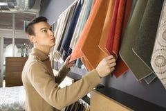 Compras masculinas. foto de archivo libre de regalías