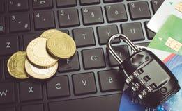 Compras seguras en línea Imagen de archivo libre de regalías
