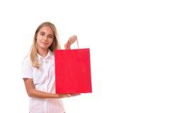 Compras, venta, la Navidad y chica joven día de fiesta-preciosa con el panier rojo, aislado Fotos de archivo libres de regalías