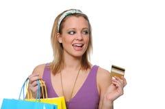 Compras y payind adolescentes con un de la tarjeta de crédito Fotografía de archivo