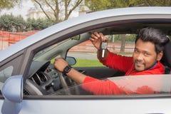 Compratore indiano dell'automobile con le chiavi Immagini Stock Libere da Diritti