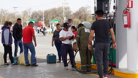 Compratori della benzina nel Messico fotografia stock