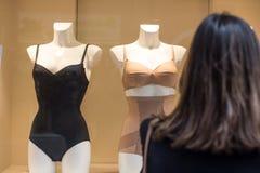 Compre alguma roupa interior 'sexy' imagem de stock