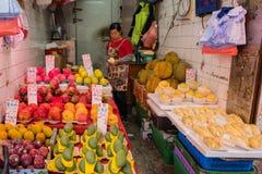 Compre frutas e legumes na manhã, o mercado de Hong Kong Fotos de Stock