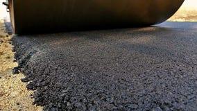 Compresor del rodillo de la vibración en los trabajos del pavimento del asfalto almacen de video