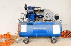 Compresor viejo de la bomba Fotografía de archivo