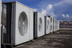 Compresores de aire en el tejado de la fábrica Fotografía de archivo