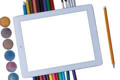 Compressa in bianco con la scuola e gli articoli per ufficio Disposizione piana Modo della scuola Di nuovo al concetto del banco fotografia stock