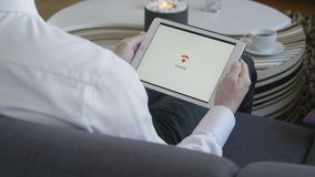 Compressa che si collega a WiFi video d archivio