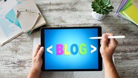Compressa con il testo del BLOG sopra lo schermo Concetto di vendita della rete sociale, di comunicazione e di Internet fotografia stock libera da diritti