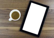 Compressa con lo schermo in bianco che si siede accanto ad una tazza di caffè Fotografie Stock