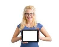 Compressa del computer della tenuta della donna dei pantaloni a vita bassa con lo schermo in bianco fotografie stock libere da diritti